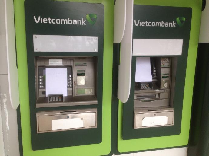 Tra cứu tài khoản vietcombank qua cây atm